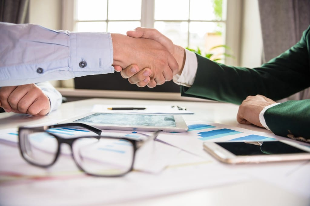 ¿En qué consiste el pacto de no competencia del trabajador con la empresa?